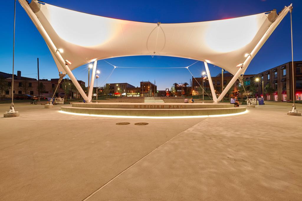 Memorial-Square-Meridian-PlaceDSC_7766